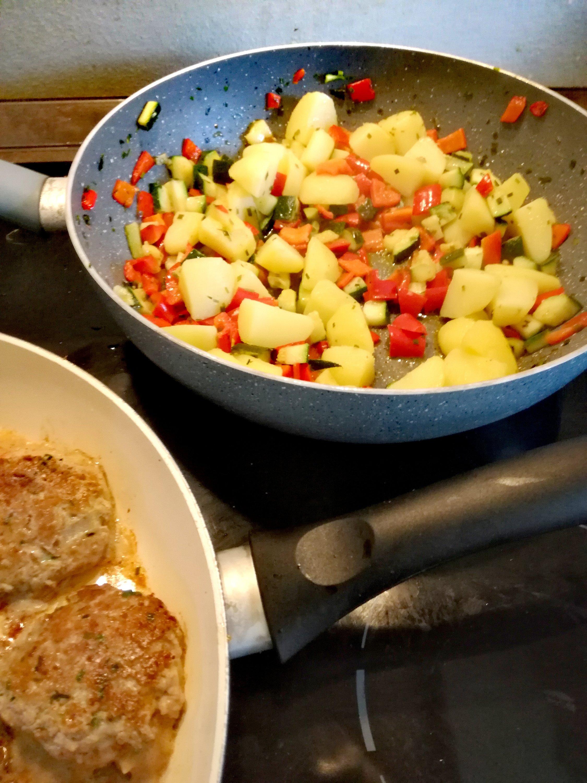 Frikadellen und Gemüse