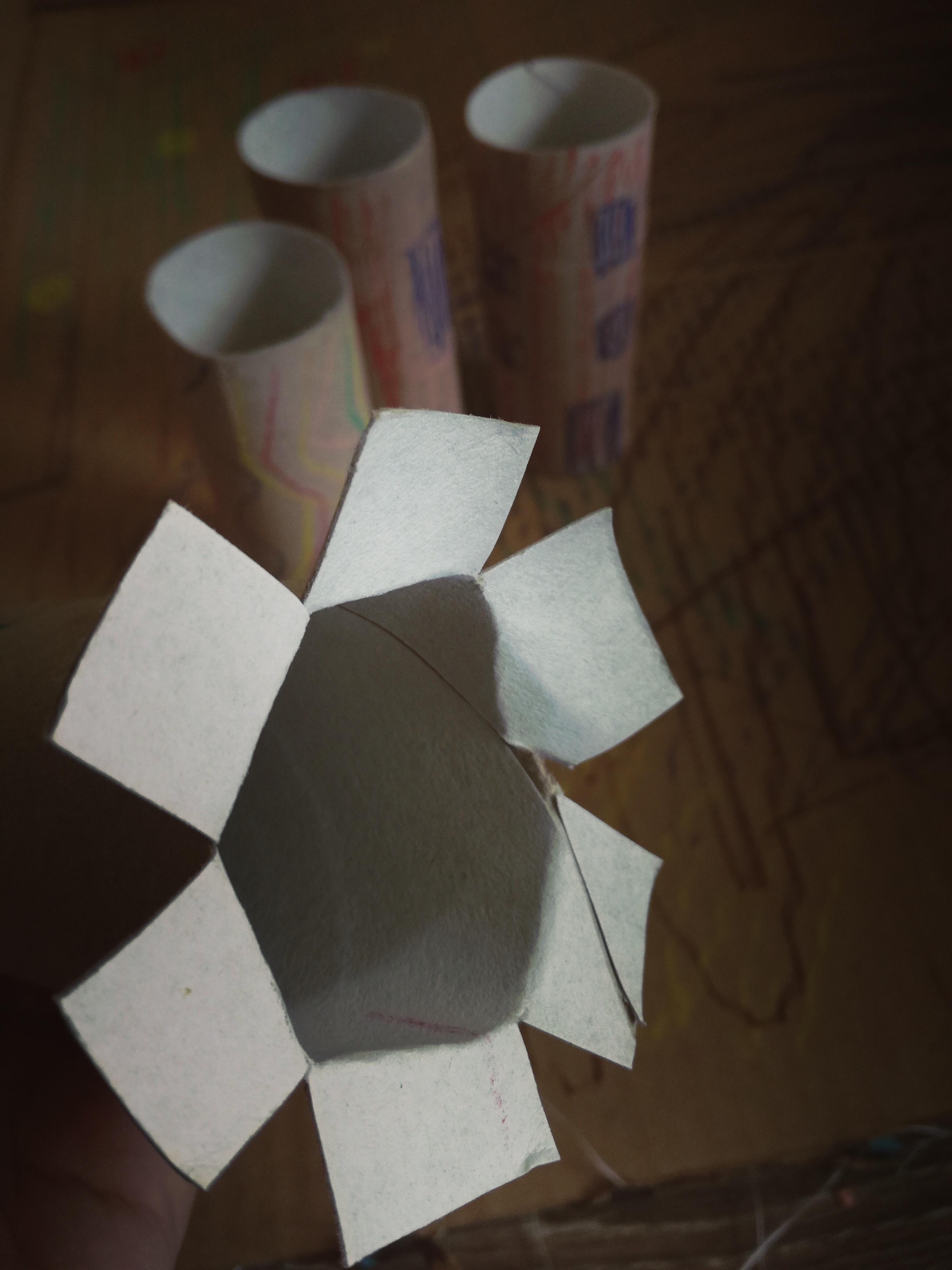 Eine Stadt aus Pappe basteln Laschen Schneiden