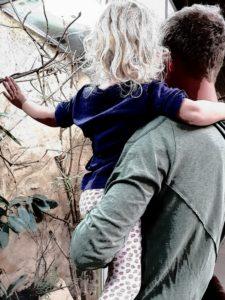 """""""Ich will auf den Arm"""" Nana bei Papa"""