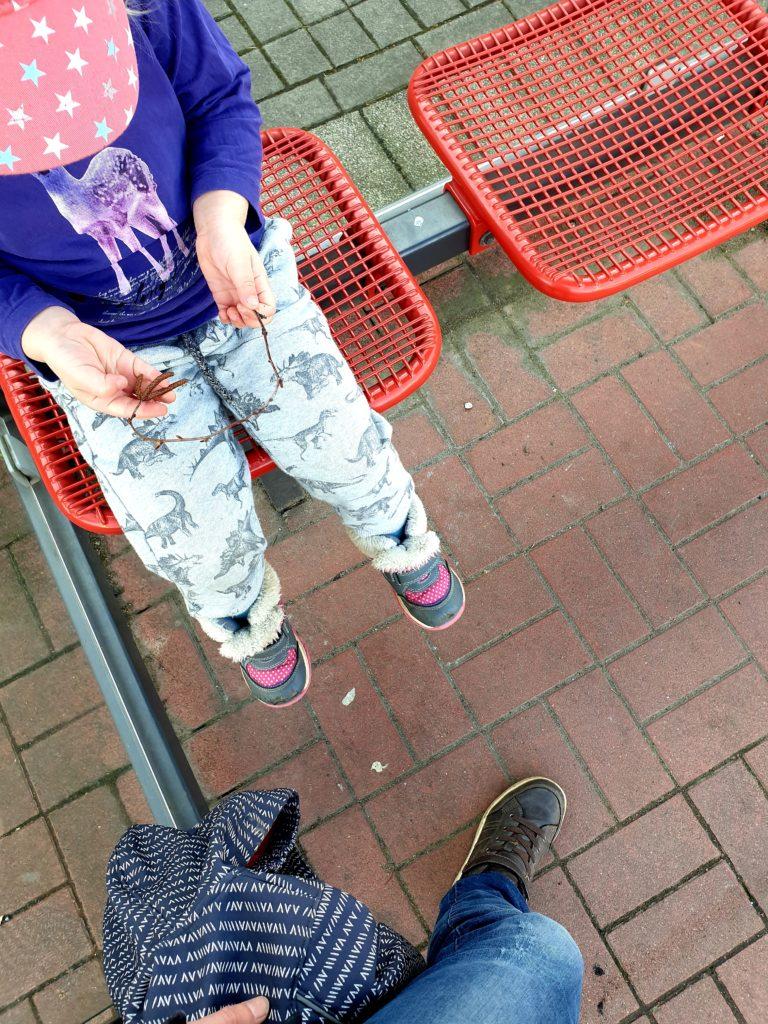 Wochenende in Bildern 23./24.2 Samstag An der Bushaltestelle