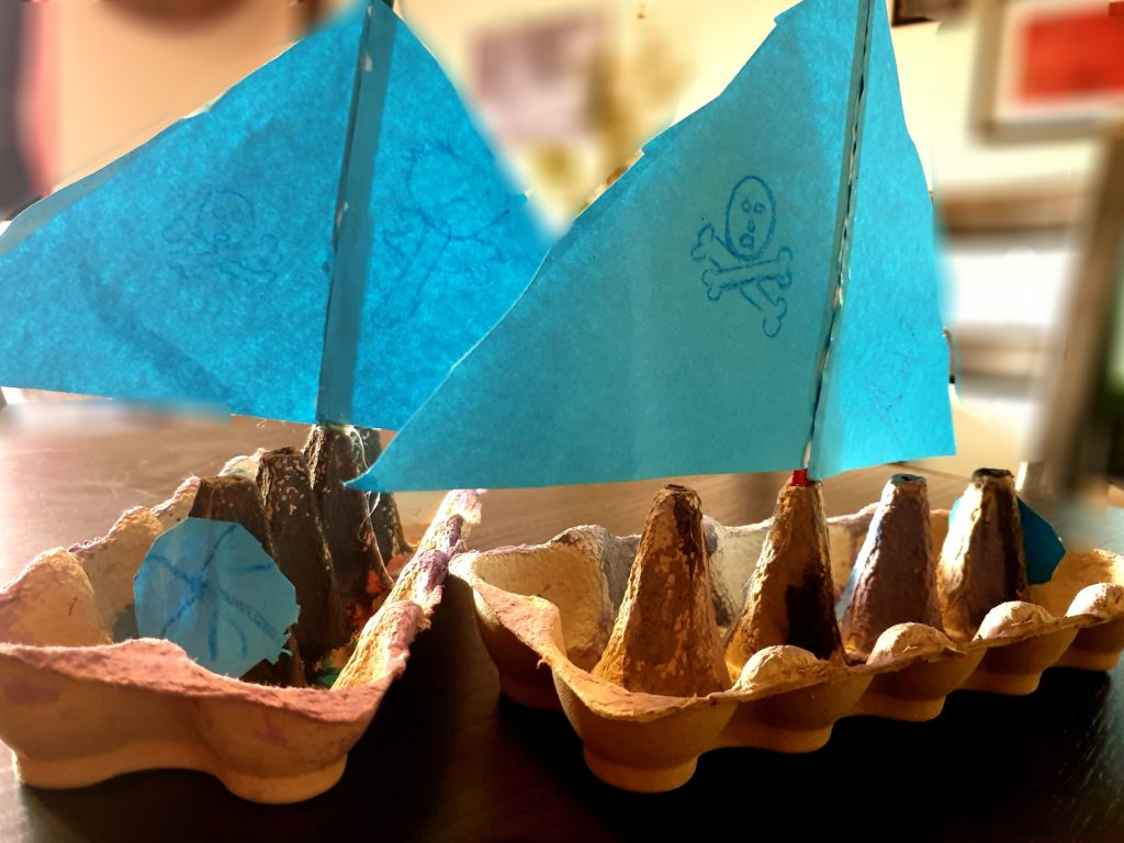Basteln | Piratenschiffe aus Eierkarton