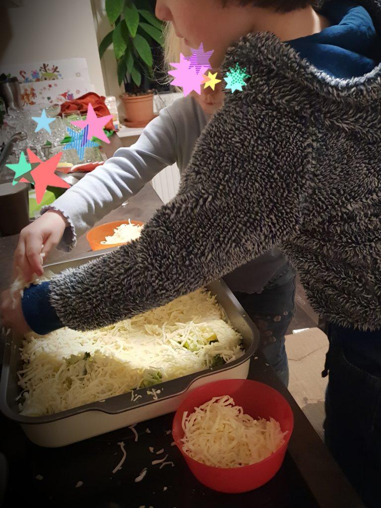 Kochen mit Kindern. Hilfe von den Kindern.