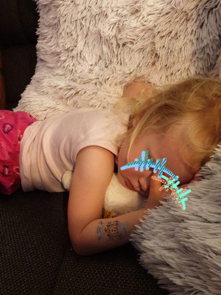 Manchmal immer noch gerne: Einschlafen auf der Couch