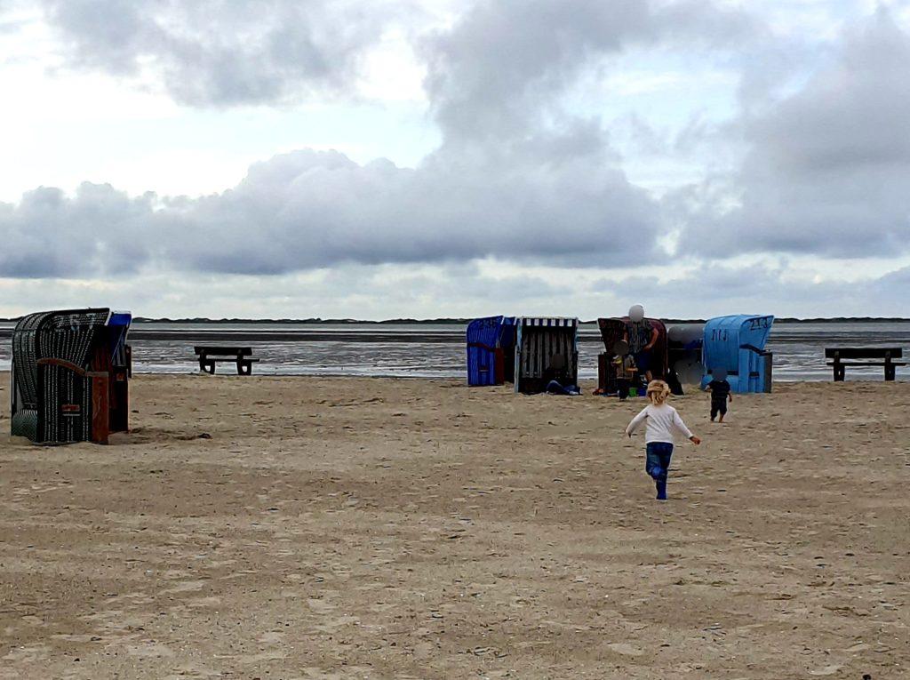 Nordseeurlaub mit Freunden - Zusammentreffen am Strand von Neßmersiel