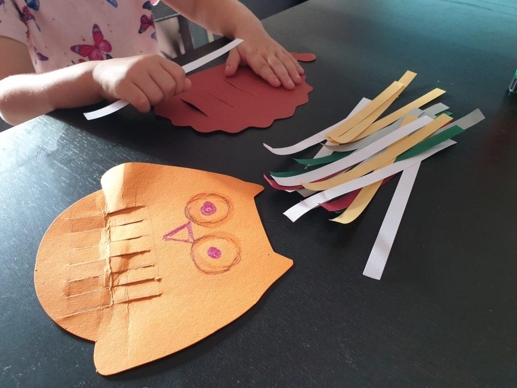 Mobilefiguren gestalten mit Papierstreifen