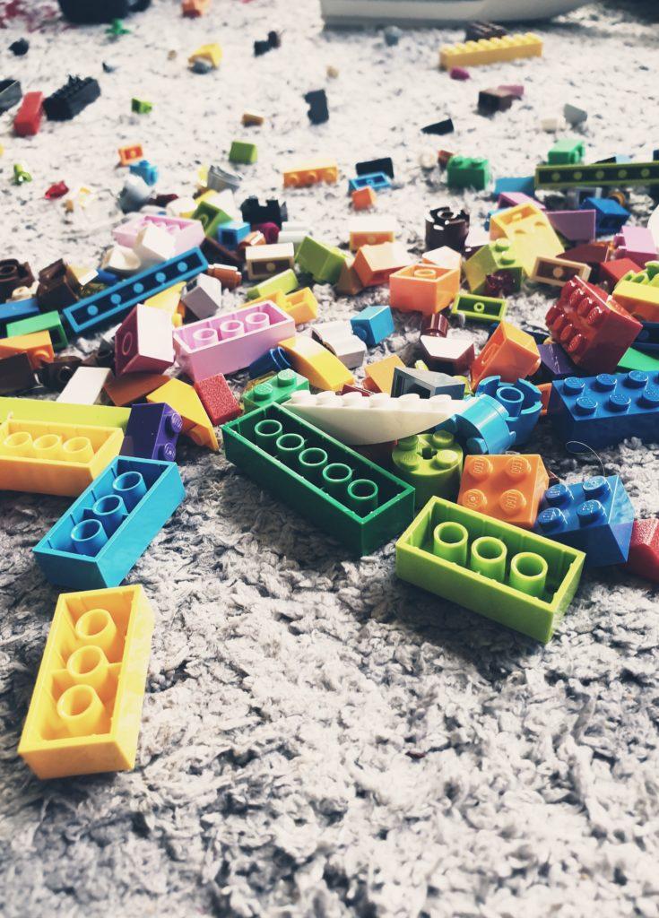 Again an Again: Lego Bauen