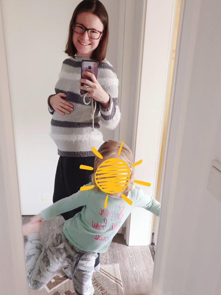 Anfang der Schwangerschaft. N und ich. Und der wachsende Bauch